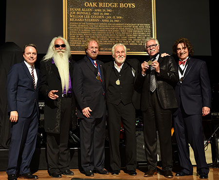 NASHVILLE, TN - OCTOBER 25: (L-R) Jody Williams, William Lee Golden, Duane Allen, Kenny Rogers, Joe Bonsall, and Richard Sterban onstage during The Country Music Hall of Fame 2015 Medallion Ceremony at Country Music Hall of Fame and Museum on October 25, 2015 in Nashville, Tennessee. (Photo by Rick Diamond/Getty Images for CMHOF)